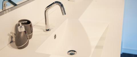 KWC kraan- witte moderne badkamer-hellebuyck